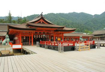 嚴島神社高舞台と本殿